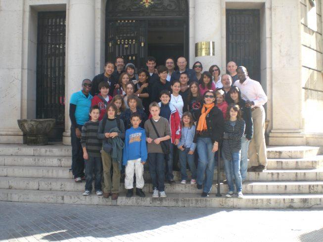 Devant la salle d'armes à Valence - 2008