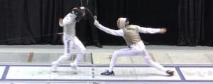 A gauche touché, Edoardo Luperi. A droite, Jérémy Cadot touche. (San Francisco, 2014, Coupe du Monde de Fleuret Sénior; capture d'écran Youtube - USA Fencing - tous droits réservés)