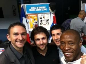 Hervé Dewez, Thomas Fioretti, Thiébaud Liénart autour du maître Eddy Patterson Betancourt (Forum des associations du 11ème 2011