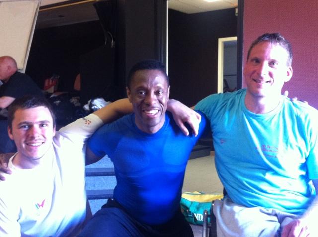 Eddy au centre avec Ludovic à droite et Lorens, le maître d'armes à gauche