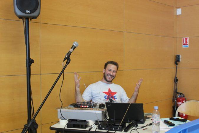 Notre équipe de présentation au platines, ambiance musicale assurée par DJ Vincent Pirali,